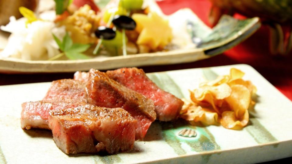 魅力溢れるむら雲の厳選牛ステーキ